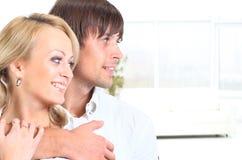 Человек обнимая женщину Стоковое Изображение