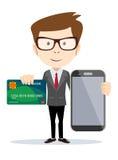 Человек оплачивая с кредитной карточкой на телефоне Стоковые Изображения RF