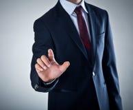 Человек отжимая высокотехнологичный тип современных кнопок Стоковые Изображения