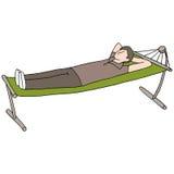 Человек отдыхая на гамаке Стоковые Изображения RF
