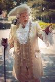 Человек одетый в викторианских одеждах стоковая фотография