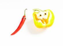 Человек перца Chili и желтая улыбка болгарского перца Стоковые Фотографии RF
