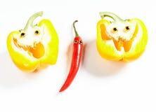 Человек перца Chili и желтая улыбка болгарского перца Стоковая Фотография RF