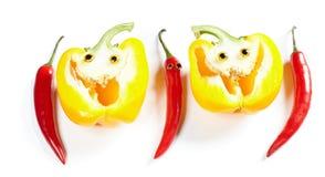 Человек перца Chili и желтая улыбка болгарского перца Стоковое Изображение
