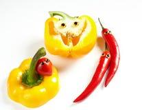 Человек перца Chili и желтая улыбка болгарского перца Стоковые Изображения RF