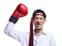 Человек перчаток бокса - концепция показывая агрессивный женский изгибая mu Стоковые Изображения