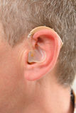 Человек показывая глухую помощь Стоковые Изображения