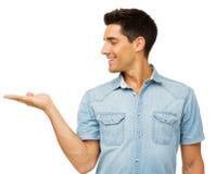 Человек показывая незримый продукт стоковые изображения