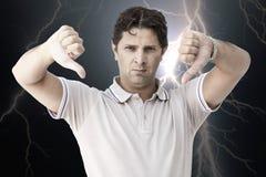 Человек показывая оба большого пальца руки вниз Стоковая Фотография RF