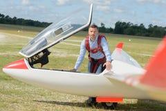 Человек портрета с sailplane Стоковая Фотография