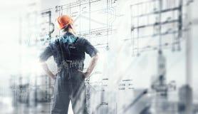 Человек построителя и интерфейс средств массовой информации стоковые фотографии rf