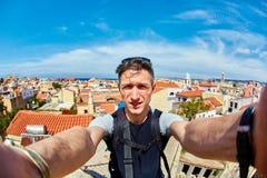 Человек принимает selfie стоковая фотография rf