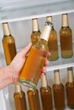Человек принимая пиво от холодильника Стоковые Фотографии RF