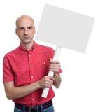 Человек протестующего держа пустое знамя на ручке Стоковое Фото