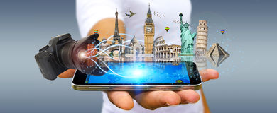 Человек путешествуя мир с его цифровой фотокамера Стоковое Изображение