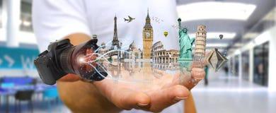 Человек путешествуя мир с его цифровой фотокамера Стоковые Фото