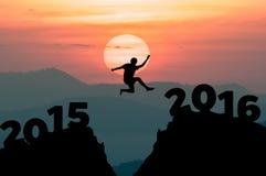 Человек силуэта скачет к Новому Году 2016 Стоковые Изображения