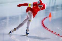 человек скорости 500 m катаясь на коньках Стоковые Фотографии RF