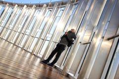 Человек смотрит вверх Стоковая Фотография RF