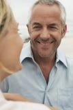 Человек смотря женщину на пляже стоковые фотографии rf