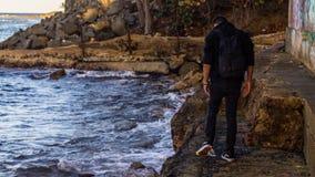 Человек смотря загрязнение Стоковые Фото