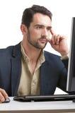 Человек смотря монитор компьютера Стоковая Фотография