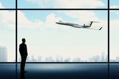 Человек смотря на частном самолете Стоковые Фотографии RF