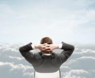 Человек смотря облако стоковые изображения