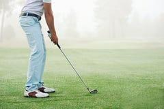 Человек съемки гольфа стоковое фото rf