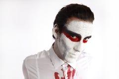 Человек с белой тушью и кровопролитной рубашкой Стоковая Фотография