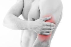 Человек с болью трицепса Стоковое Изображение RF