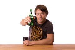 Человек с бутылкой пива Стоковое фото RF
