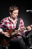Человек с гитарой Стоковая Фотография