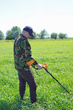 Человек с детектором металла Стоковая Фотография