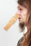 Человек с зажимкой для белья на носе Стоковое Изображение RF