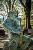 Человек с змейкой в его руках Стоковая Фотография RF