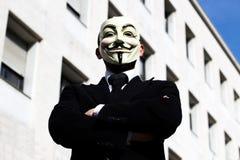 Человек с маской для мести на дворце работы Стоковые Изображения RF