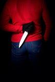 Человек с ножа задней частью позади Стоковая Фотография RF