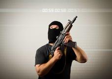 Человек с оружием и часами стоковые изображения