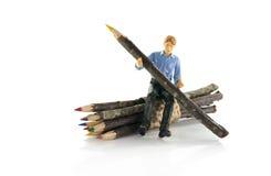 Человек с первоначально деревянным карандашем Стоковая Фотография RF