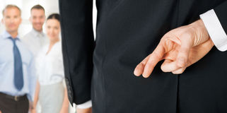 Человек с пересеченными пальцами Стоковое фото RF