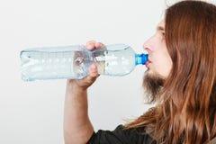 Человек с питьевой водой бутылки Стоковые Фото