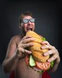 Человек с сандвичем стоковые фотографии rf