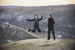 Человек с скача женщиной Стоковые Фото