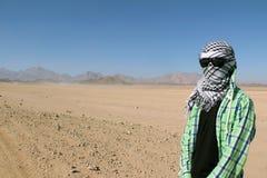 Человек с стеклами и шарфом Стоковое фото RF