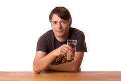 Человек с стеклом воды Стоковые Фото