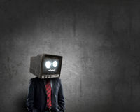 Человек с ТВ вместо головы Мультимедиа Стоковая Фотография