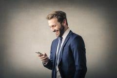 Человек с телефоном стоковые изображения