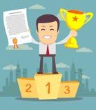 Человек с чашкой золота и сертификат стоя дальше Стоковое Фото