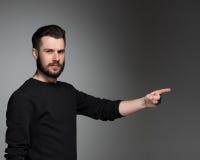 Человек указывая отличная идея - над серым цветом Стоковые Фото